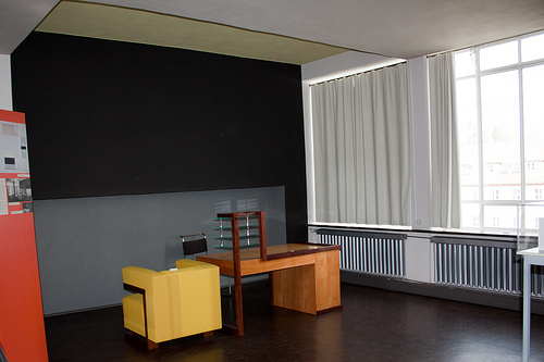 Bauhaus building director s room bauhaus dessau for Director office room design